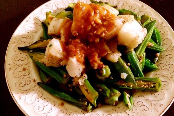 炒秋葵配银鳕鱼的做法