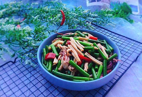 家常菜+蒜苔炒鱿鱼的做法