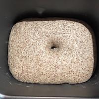 黑全麦核桃面包的做法图解6