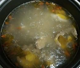 枸杞子淮山鸡汤的做法