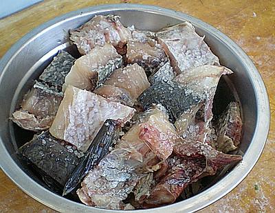 #菁选酱油试用之煎鱼块的做法 步骤3