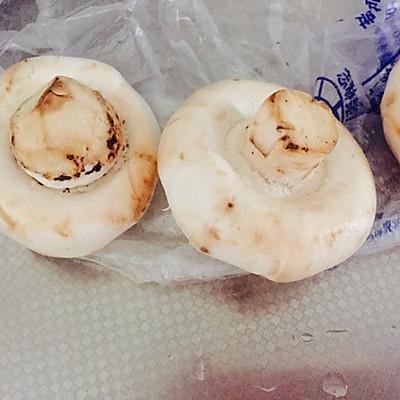 黄油焗蘑菇的做法 步骤1