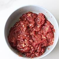 青椒炒牛肉这样做,不老不柴肉嫩滑爽口好吃的做法图解1