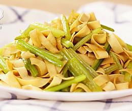 迷迭香:芹菜炒千张的做法