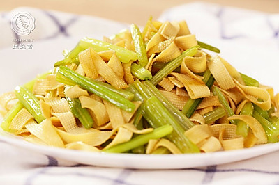 迷迭香:芹菜炒千张