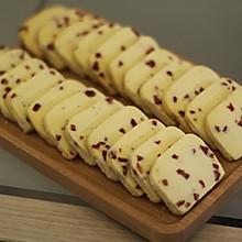 酥软可口颜色漂亮的草莓饼干
