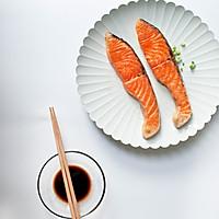 盐味煎三文鱼-禁欲系日式料理,巧用盐烹煮食物的做法图解5