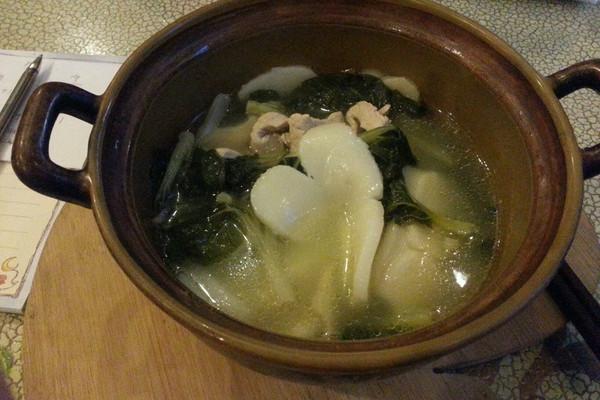 瘦肉小白菜年糕汤的做法