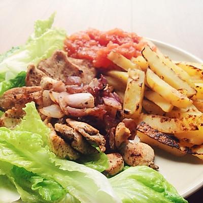 美味减脂餐:香煎鸡胸肉+无油烘薯条