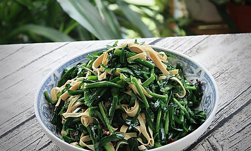 韭菜炒千张的做法