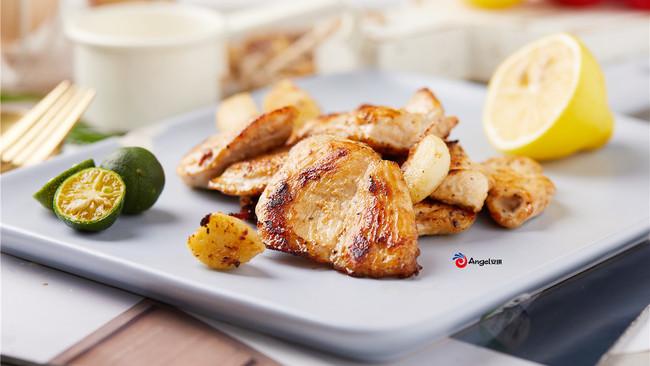 嫩煎鸡胸肉(香蒜蜂蜜煎鸡胸)的做法