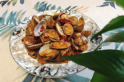 简简单单的夏日标配「辣炒蛤蜊」