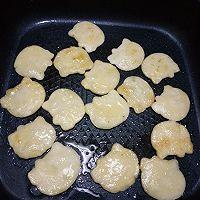 #硬核菜谱制作人#可爱的KT猫土豆饼的做法图解5