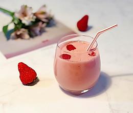 #百变水果花样吃#草莓树莓奶昔的做法