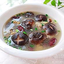 #美食视频挑战赛# 鲜香浓郁的香菇炖鸡汤
