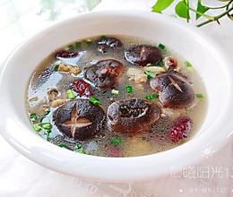 #美食视频挑战赛# 鲜香浓郁的香菇炖鸡汤的做法
