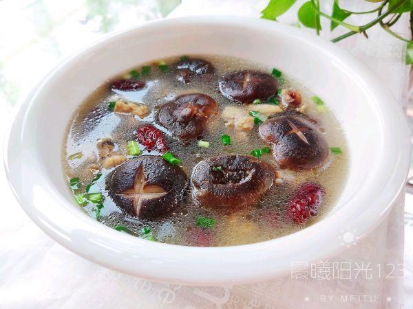 鲜香浓郁的香菇炖鸡汤的做法