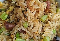 梅干菜鸡蛋芹菜炒饭的做法