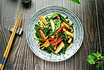 #做道懒人菜,轻松享假期#韭菜炒香干的做法