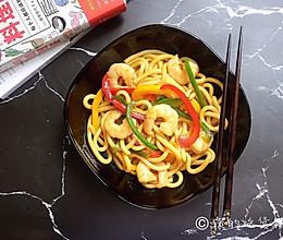 彩椒虾仁炒乌冬的做法