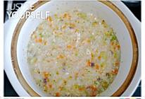 胡萝卜西兰花咸肉蛋花粥的做法