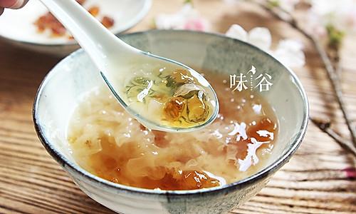 桃胶炖银耳  美容养颜之圣品的做法