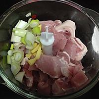 肉沫蒸鹌鹑蛋的做法图解1