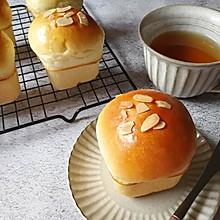 咸蛋黄肉松小面包