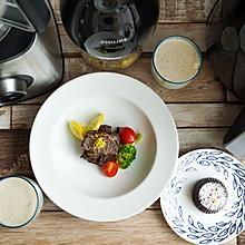 时蔬配柠檬牛小排,热巧克力布丁,香蕉牛奶
