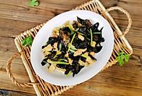简单又好吃的芹菜木耳炒肉的做法