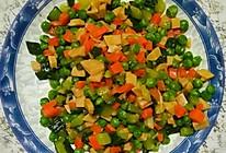 豌豆黄瓜胡萝卜火腿肠的做法