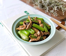 西芹香菇炒肉丝#舌尖美味,油你掌勺#的做法