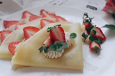桌饭 | 草莓可丽饼,用爱情的味道,说早安。