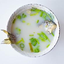 #快手又营养,我家的冬日必备菜品# 味道鲜美的滋补鲫鱼汤
