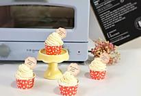 #做道懒人菜,轻松享假期#迷你奶油杯子蛋糕的做法