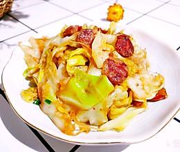 #餐桌上的春日限定#酸辣爽口【腊肠手撕包菜】 | 元気汀的做法