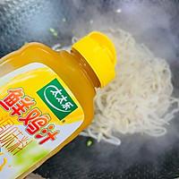 #太太乐鲜鸡汁芝麻香油#鸡蛋炒乌冬面的做法图解11
