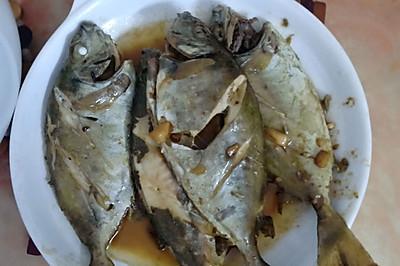 香煎新鲜小海鱼