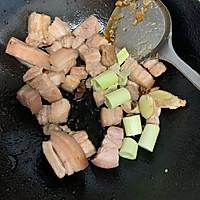 红烧肉炖鹌鹑蛋的做法图解9