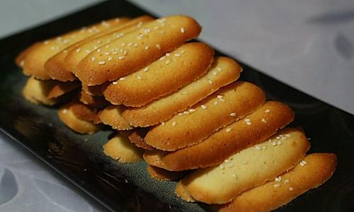 蛋白薄脆芝麻饼的做法