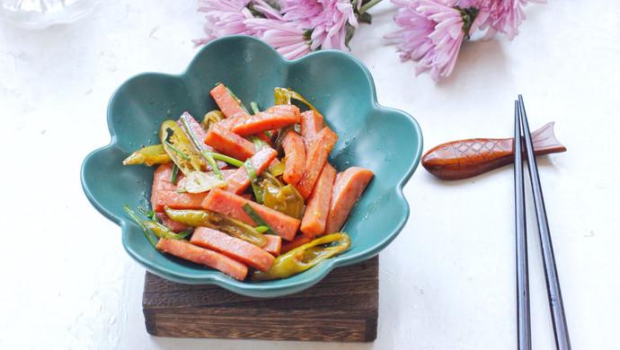 午餐肉炒腌辣椒