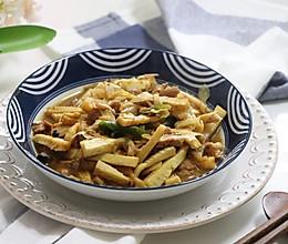 冬笋(金衣白玉)炒鸡腿肉,鲜香无比的做法