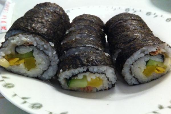 紫菜包饭-金枪鱼玉米沙拉的做法