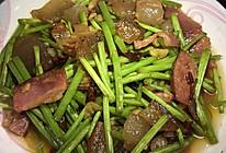泥蒿炒腊肉的做法