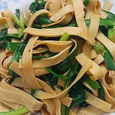 韭菜炒千张(炒豆腐丝)