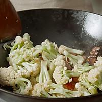 【干煸花菜】这样炒菜配米饭,干香入味一级鲜!的做法图解3
