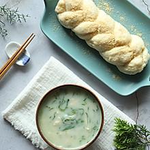 鸡丝蔬菜土豆粥配土豆包
