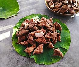 #秋天怎么吃# 教你怎么挑选菱角怎么煮菱角的做法