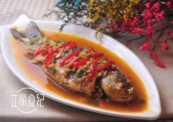 红烧鲫鱼:零经验的拿手菜系列的做法