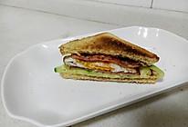 简易营养美味早餐:煎蛋火腿三明治的做法
